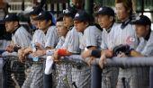 图文:棒球美国队获得季军 日本队神情沮丧