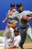 图文:棒球美国队获得季军 中岛欲之比赛中投球
