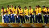 图文:男子足球颁奖仪式 巴西队球员
