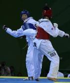 图文:跆拳道女子67公斤1/4决赛 主动进攻