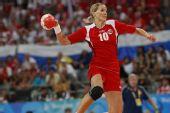 图文:女子手球挪威夺冠 哈默森射门