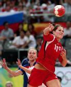 图文:女子手球挪威夺冠 约翰森进攻