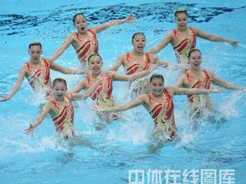 图文:花游集体自选赛中国队摘铜 芙蓉出水