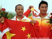 图文:孟关良/杨文军成功卫冕 展示奖牌
