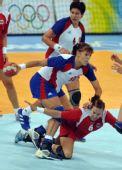 图文:女子手球挪威队获得冠军 疯狂进攻