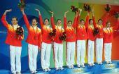 图文:花游集体自选赛中国队摘铜 颁奖现场
