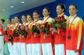 图文:花游集体自选赛中国队摘铜 精神的姑娘