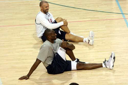 图文:美国男篮训练 科比与基德