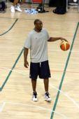 图文:美国男篮训练 科比热身