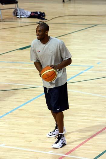 图文:美国男篮训练 科比训练