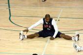 图文:美国男篮训练 里德热身