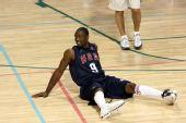 图文:美国男篮训练 韦德热身