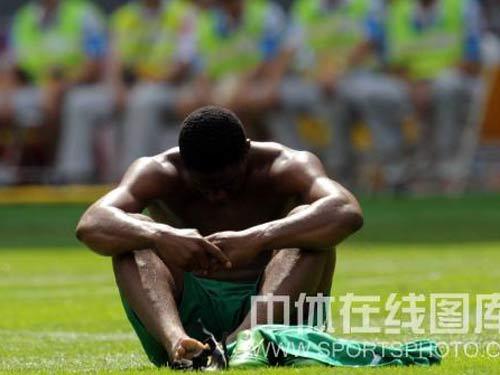 图文:男足决赛阿根廷胜尼日利亚 万分失落