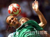 图文:男足决赛阿根廷胜尼日利亚 双方争顶