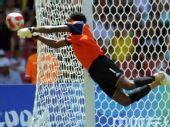 图文:男足决赛阿根廷胜尼日利亚 门前防守