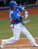 图文:棒球决赛古巴VS韩国 朴镇万在比赛中击球