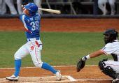 图文:棒球决赛古巴VS韩国 李钟旭第一棒