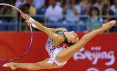 图文:俄罗斯选手卡纳耶娃个人全能折桂 伸展