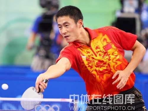 图文:乒球铜牌战王励勤完胜佩尔森 轻松回击