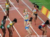 图文:女子4x400米决赛美国队夺金 交接棒瞬间