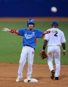 图文:棒球决赛韩国夺冠 韩国球员李永奎比赛中