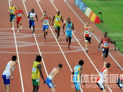 图文:男子4x400米接力美国队夺金 做好准备