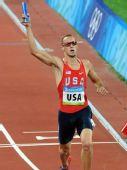 图文:男子4x400米接力美国队夺金 到达终点