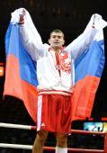 图文:91公斤级俄罗斯选手夺冠 身披国旗