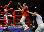 图文:91公斤级俄罗斯选手夺冠 教练喜笑颜开