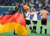 图文:男子曲棍球德国队夺冠 全队上下人人沸腾