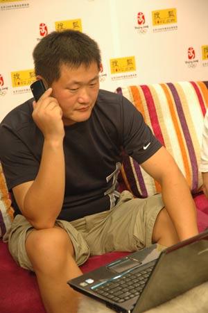 皮划艇奥运冠军杨文军教练付舜荣 彭浩光临搜狐