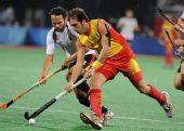 图文:男子曲棍球西班牙亚军 图沃带球突破