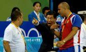 图文:跆拳道发生袭击裁判事件 赛场官员很愤怒