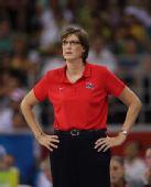 图文:美国女篮夺冠 美国队教练安妮・多诺万