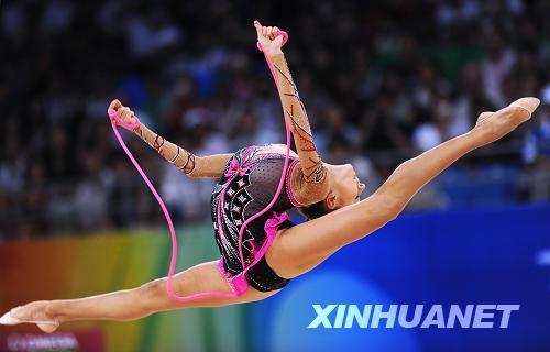 卡纳耶娃在绳操比赛中