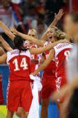 图文:俄罗斯队获得女篮季军 俄罗斯庆祝胜利