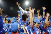 图文:棒球韩国夺冠 在五棵松棒球场举行