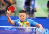 图文:男乒三虎包揽前三名 马琳比赛打球