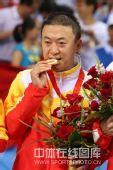 图文:男乒三虎包揽前三名 马琳比赛领奖