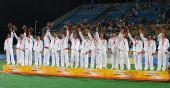 图文:男子曲棍球颁奖仪式 获得亚军的西班牙队