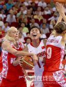 图文:女篮中国81比94俄罗斯 陈楠遭双人夹