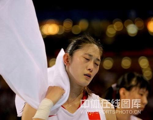 图文:女篮中国81比94俄罗斯 隋菲菲失望狠