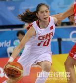 图文:女篮中国81比94俄罗斯 隋菲菲的英姿