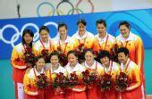 图文:中国女排获铜牌 中国队以3比1战胜古巴队