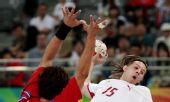 图文:男子手球7-8名排名赛丹麦胜韩国 汉森进攻