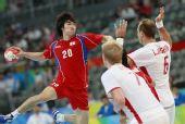 图文:男子手球7-8名排名赛丹麦胜韩国 高经水