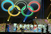 图文:奥帆赛闭幕晚会在青岛举行 冠军展示照片