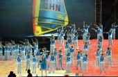 图文:奥帆赛闭幕晚会在青岛举行 志愿者表演