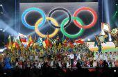 图文:奥帆赛闭幕晚会在青岛举行 五环下的演出