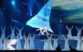 图文:奥帆赛闭幕晚会在青岛举行 双人舞动帆